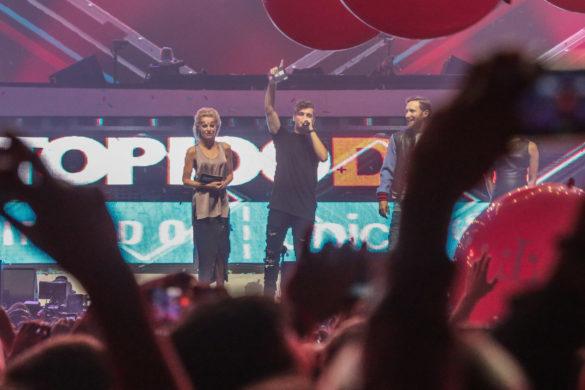 Martin Garrix receiving DJ Mag Top 100 Djs award